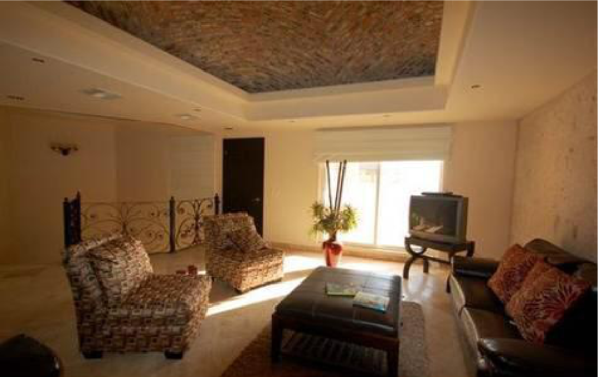 Spacious Home With Breathtaking Views 4
