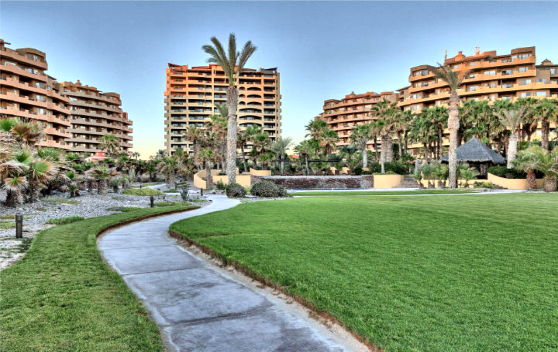 Completely Remodeled Seaside Luxury Penthouse 14