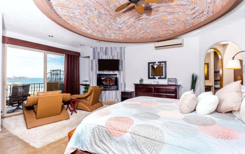 Completely Remodeled Seaside Luxury Penthouse 5