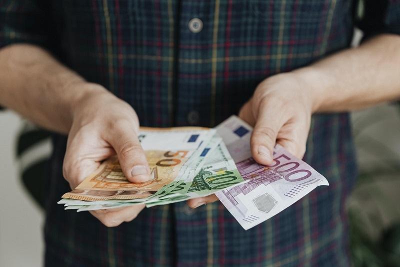 salário minimo na estonia