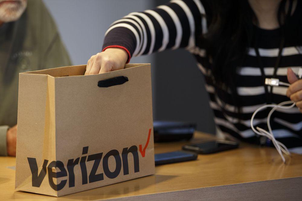 Phoenix AZ area business Verizon Store – Arcadia Crossing