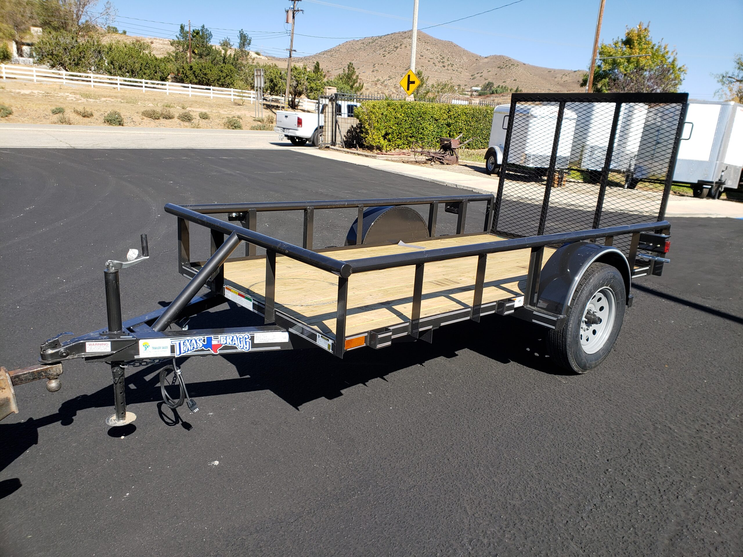 Texas Bragg 5x10 Ramp - Driver side front 3/4 view