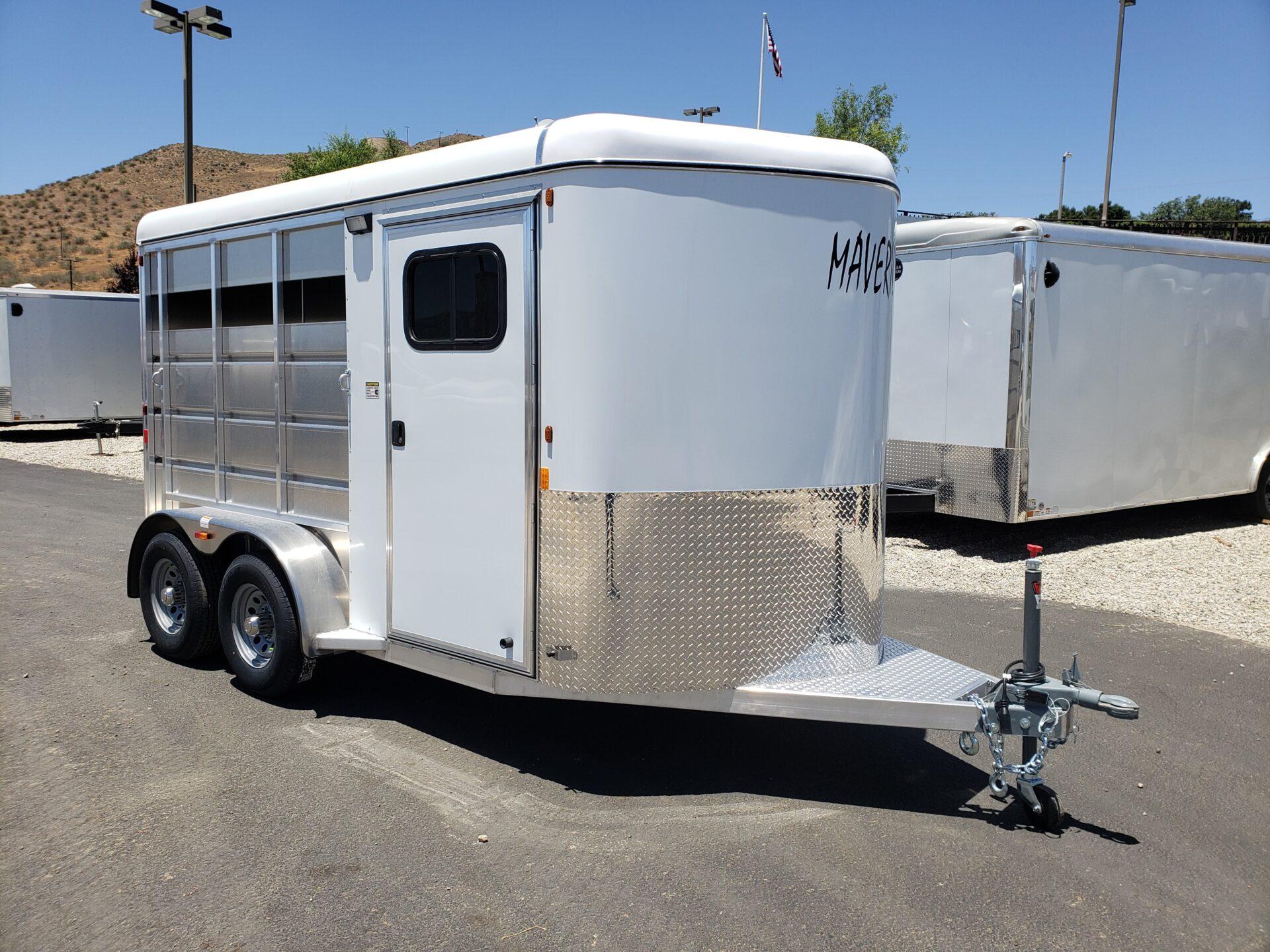 Maverick Lite 2-Horse - Passenger side front 3/4 view