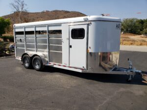 Maverick 4-Horse Highside - Passenger side front 3/4 view