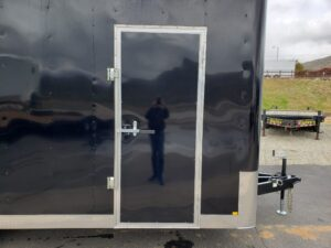 TNT 8.5x18T V-Nose Sp.Ord. - Looking at side door exterior
