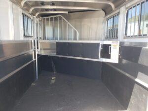 Maverick Lite 2-H DLX - Closeup of stall area