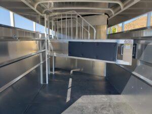 Maverick 3-H Highside SRD - Closeup of entire stall area