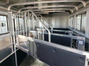 Maverick Lite 4-Horse Dlx - Stall area closeup
