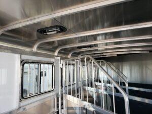 Maverick Lite 4-Horse Dlx - Stall area closeup of windows and vents