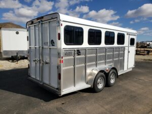 Maverick Lite 4-Horse Dlx - Passenger side rear 3/4 view