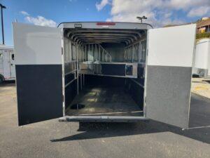 Maverick Lite 4-Horse Dlx - Looking into rear of trailer