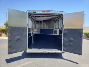 Maverick Lite 3-H DLX - View of rear doors open to stall area