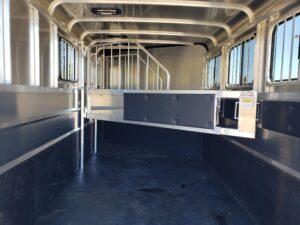 Maverick Lite 3-H DLX - Closeup of stall area