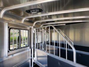 Maverick Lite 3-H DLX - View of dividers, windows & vents