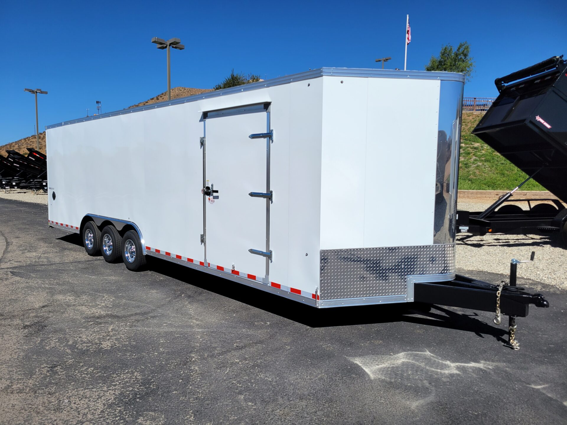 Pace Cargo Sport 8.5x28 15K - Passenger side front 3/4 view