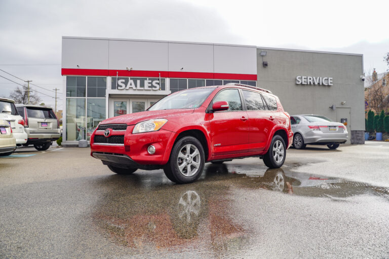 8 Best Value Pre-Owned SUVs in Conshohocken, PA