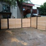 Clôture en bois avec poteaux en métal
