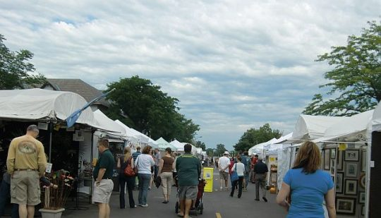 Deerpath Art League holds 'Art on the Square' downtown Lake Forest. (J Jacobs photo)