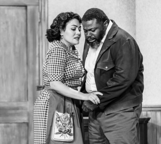 Ailyn Perez and Russell Thomas_Pagliacci_Lyric-Opera of Chicago (photo by Kyle Flubacker)