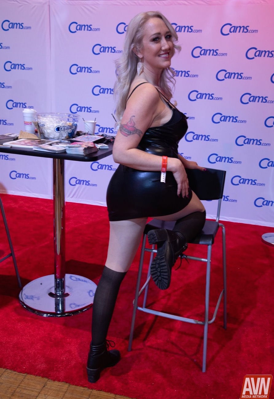 hot blonde in leather avn awards 2019 expo