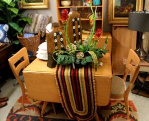Mid Century table w 4 chairs, 2 leaves