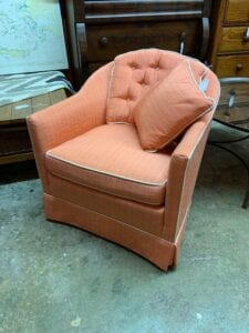 Compact accent chair