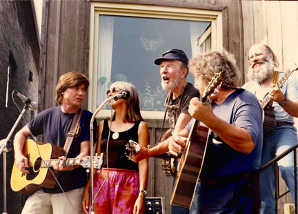 On the picket line in Cudahy,Wisconsin, 1988. Left to right, Darryl Holter,      Frankie Lee, Pete Seeger, Larry Penn, David B. Drake. Photo: Joanne Ricca.