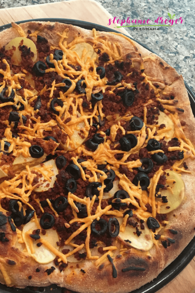 This vegan and dairy-free breakfast pizza is a fun way to serve up the first meal of the day. #dairyfree #meatless #vegan #plantbased #breakfast