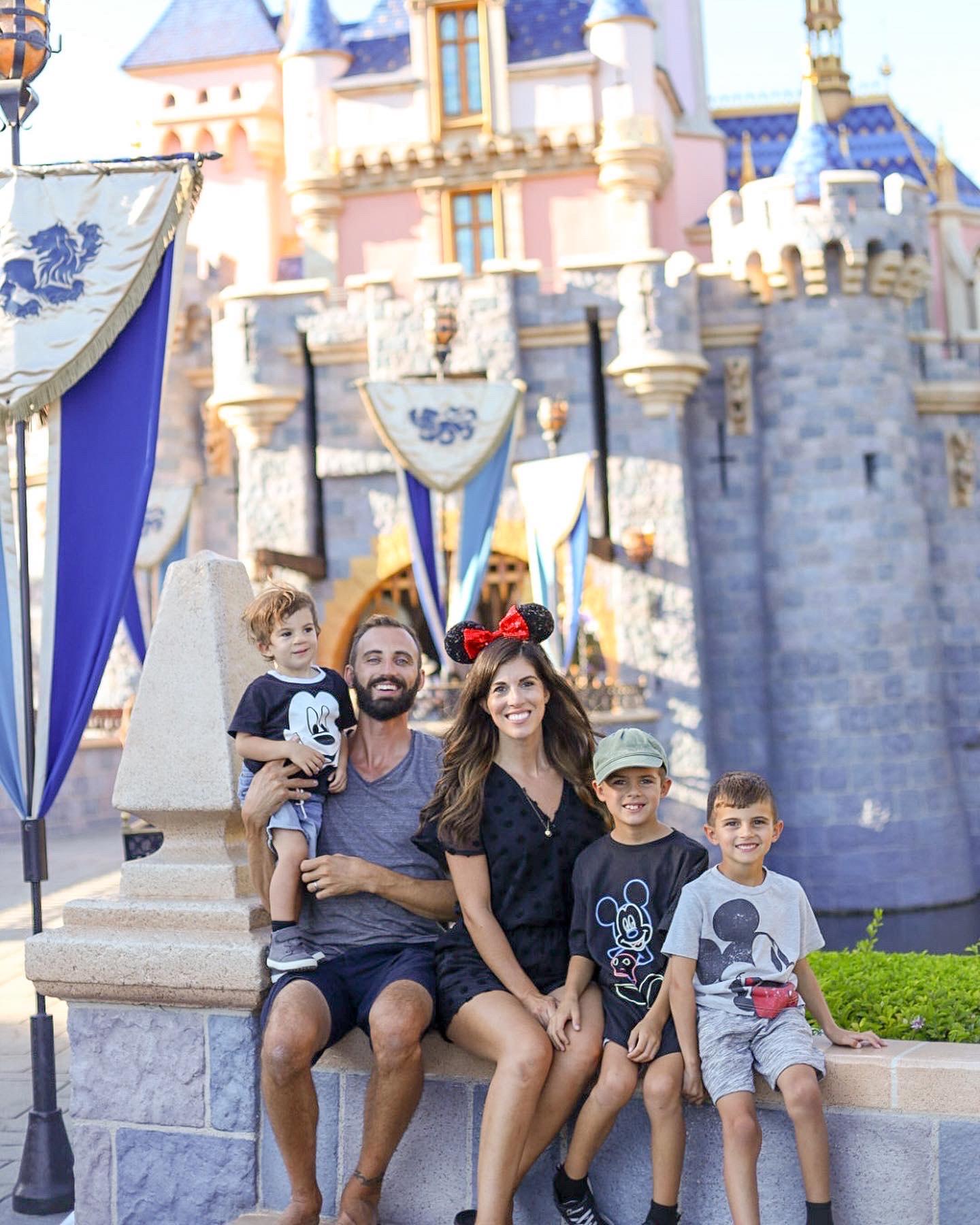 Disneyland_family_picture