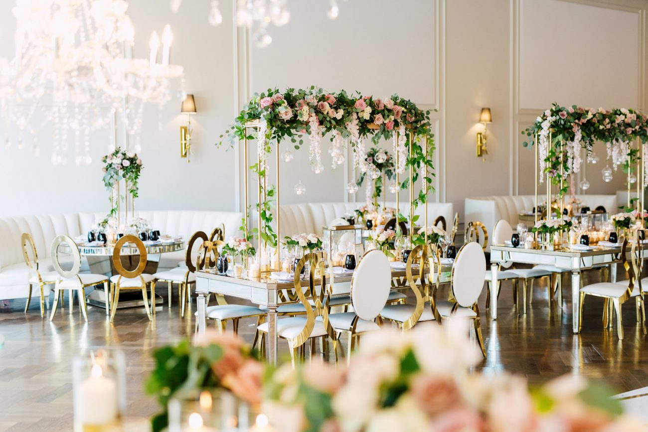Roses and gold accent wedding decor