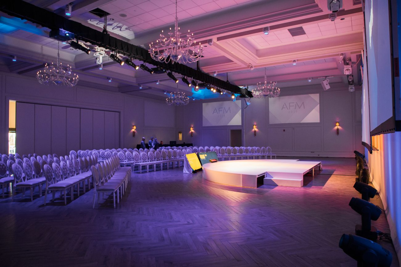 Corporate event with 3 big screens and projectors