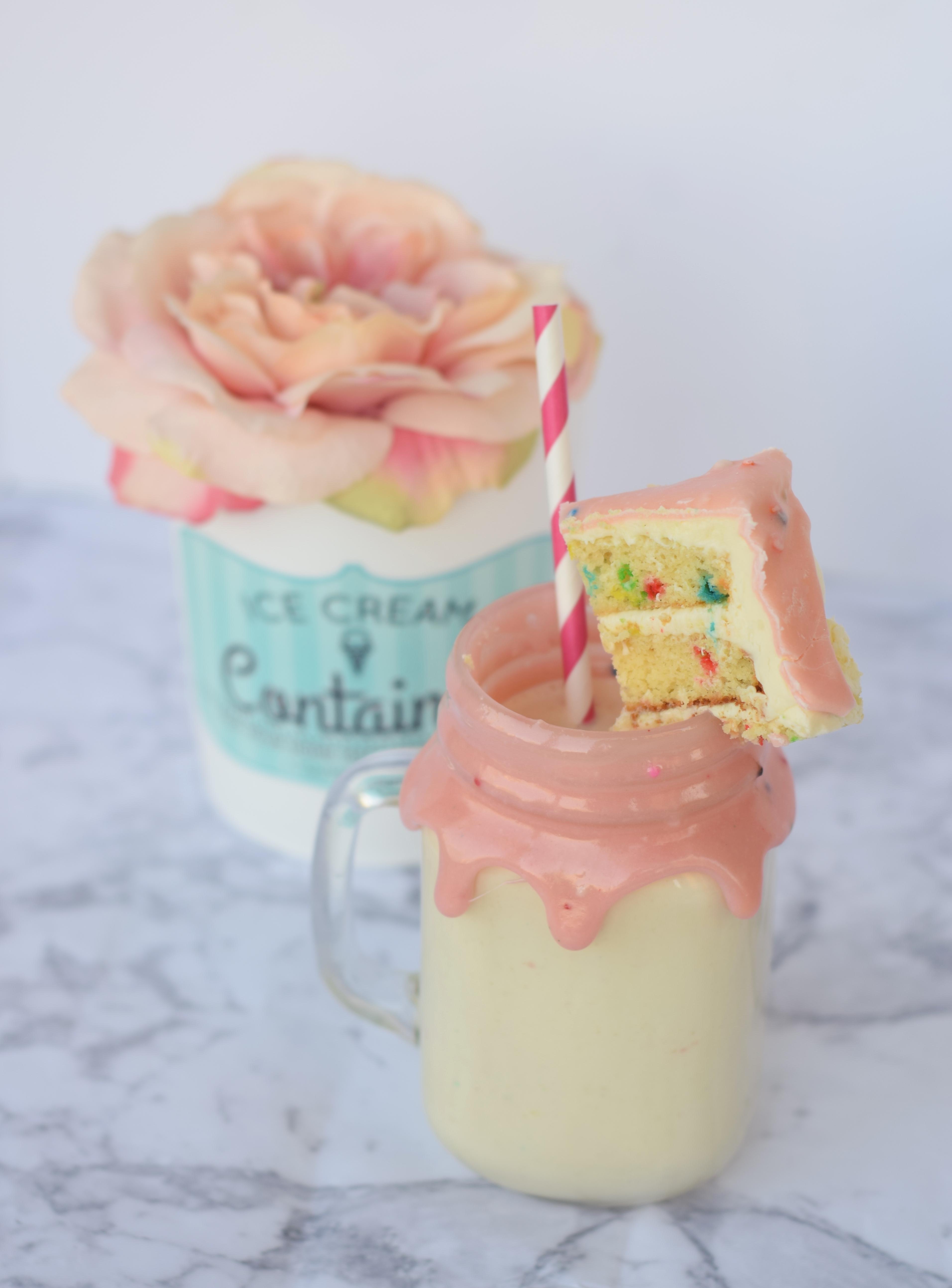 3 Ingredient Easy Cakeshake Milkshake Recipe