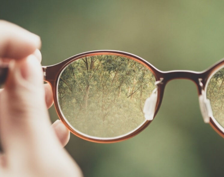 Spring fever and how to handle contact lens discomfort