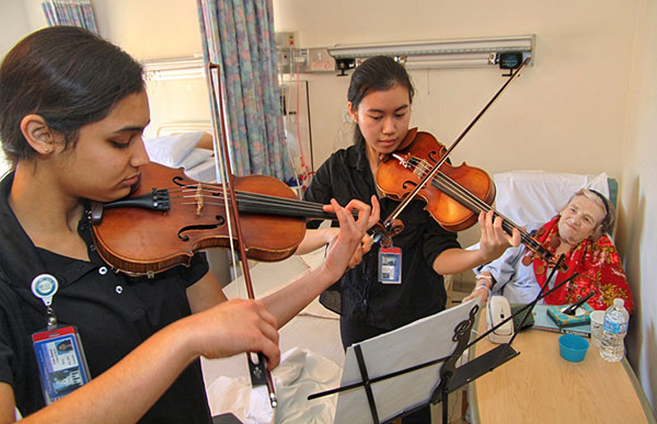 Rice MusicMDs play for a patient at Methodist Hospital.