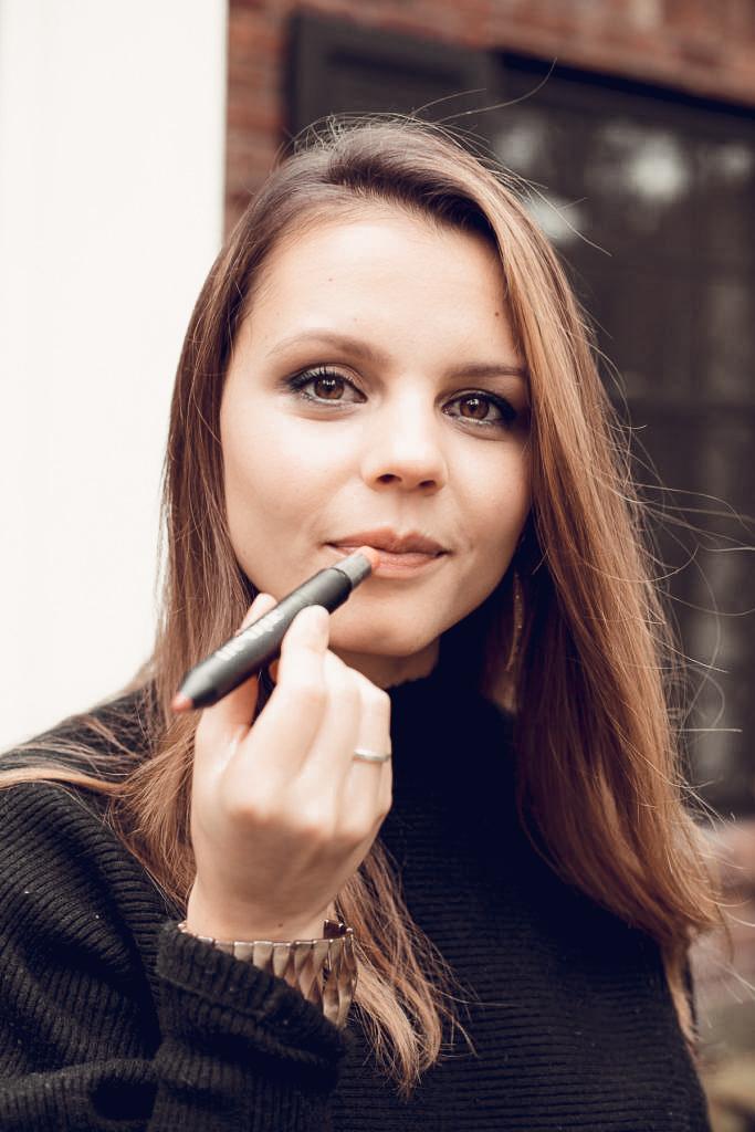 TréStiQue Lip Crayon Review Claudia