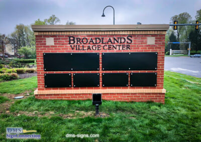 Monument Sign Tenant directory for Shopping mall in Loudoun County, Virginia, Manage By Saul Centers