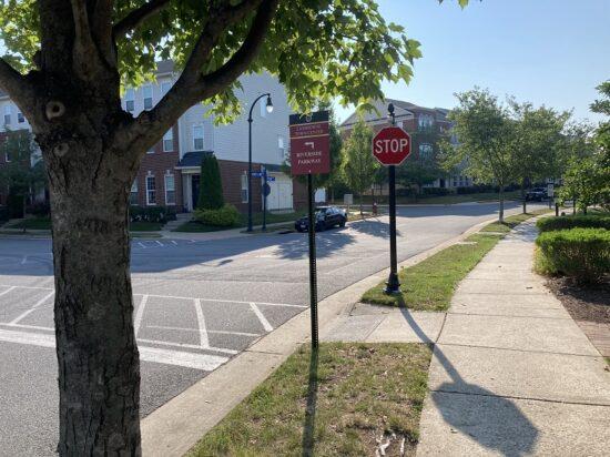 BF Saul - Landsdowne Town Center - High End Traffic Sign