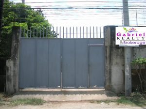 entrance gate of the warehouse for rent in cordova