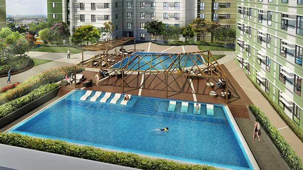 the luxurious swimming pool in Cebu IT Park