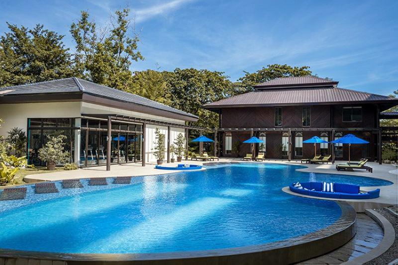 swimming pools in 32 sanson cebu by rockwell