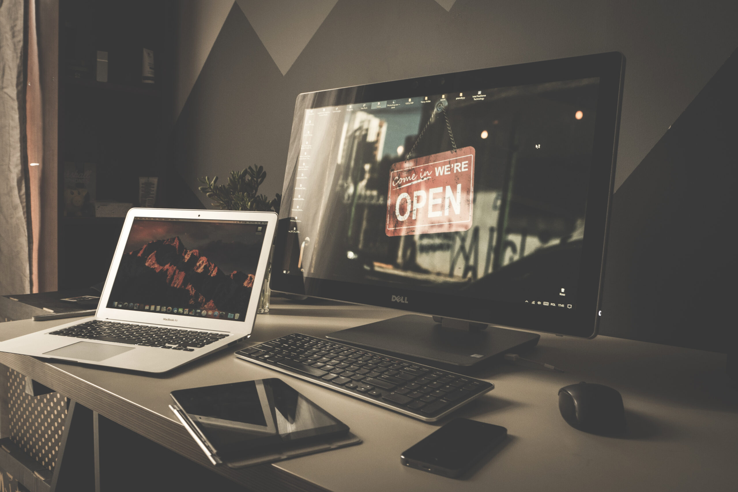 ChicDivaGeek-Laptop-Computer-iPad-iPhone