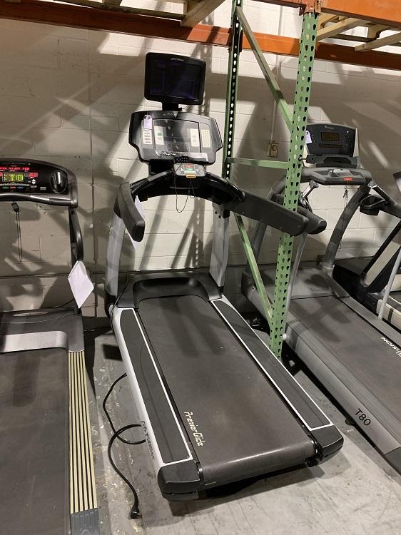 Life Fitness 95Ti Treadmill w/ TV