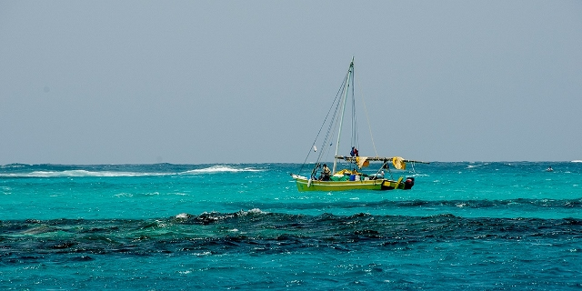 Belize_glovers_reef_boat_01-big (640x320)