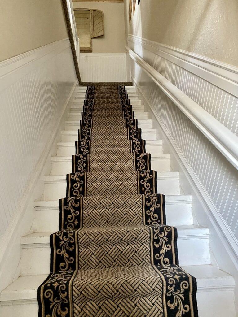 monroe inn stairs