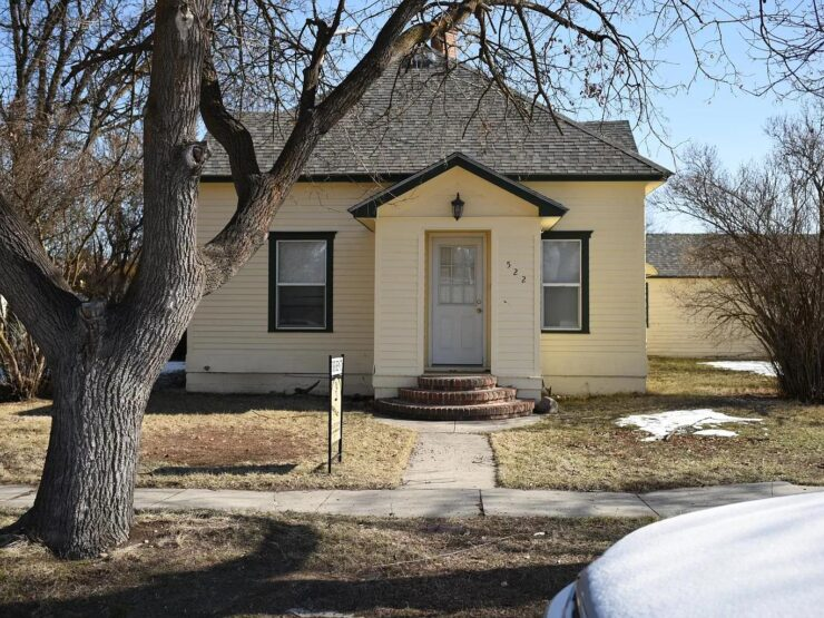 House on Corner Lot in Stevensville Town – Available March 19