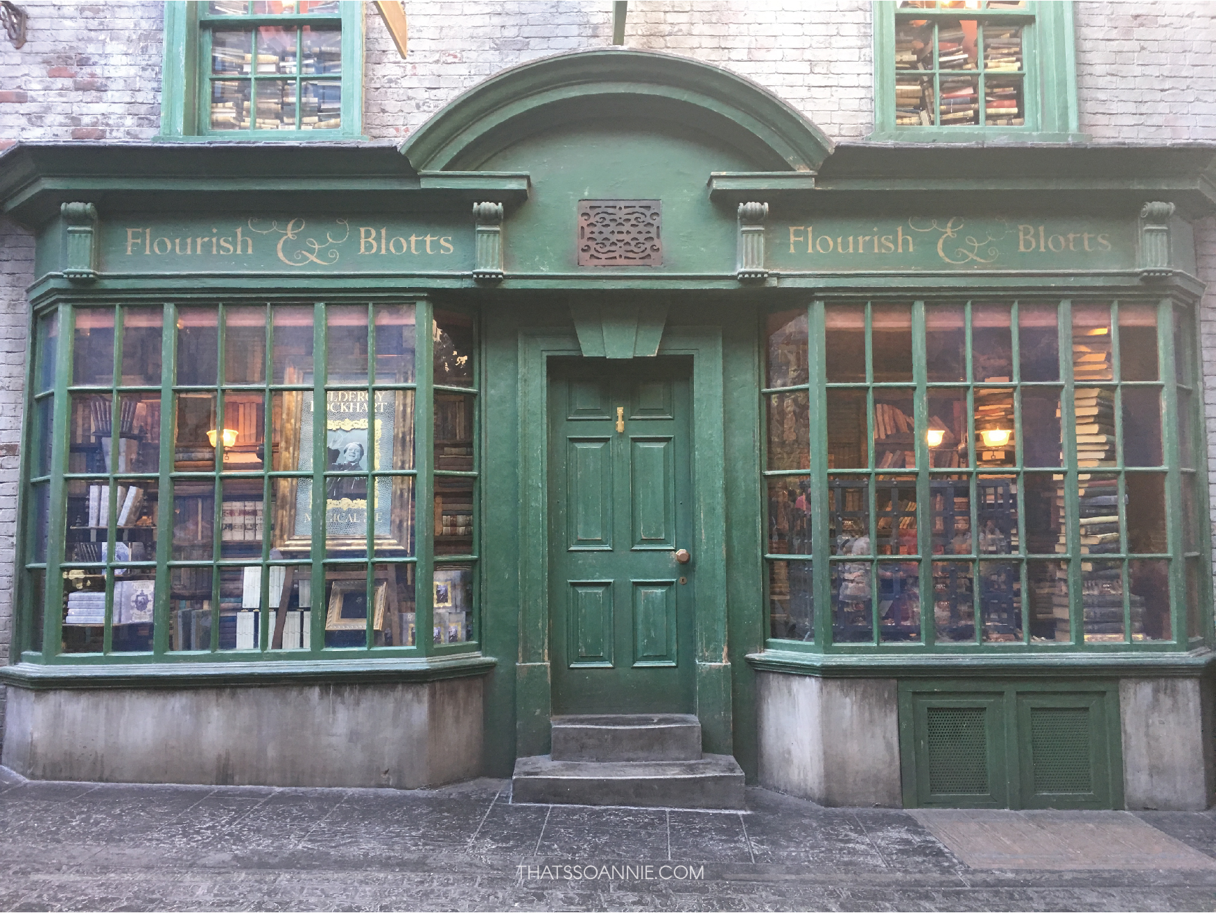 Flourish & Blotts, Diagon Alley, The Wizarding World of Harry Potter