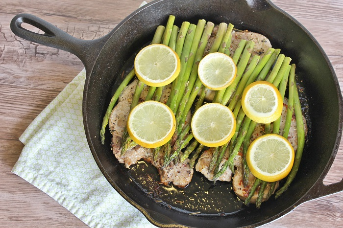 An amazing one skillet lemon asparagus pork chop recipe! So easy!!!