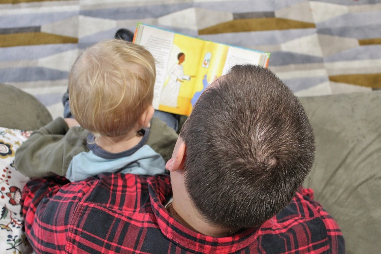 There are so many children's Bibles out there, how do you know which one(s) to get your little one?  Here are a few criteria to consider (and an idea of a REALLY good one!)