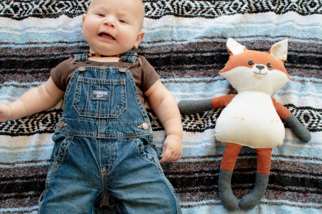 Check out this adorable way to capture your growing baby!