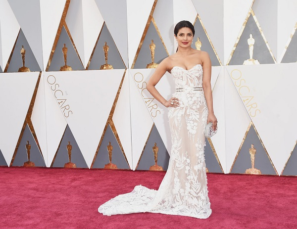 priyanca look red carpet oscars 2016